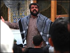 An Iranian chanting at the Imam Ali Shrine