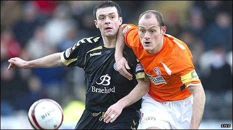 Alex Neil (r) and Steven Thomson in action at St Mirren Park