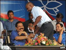 Sanath Jayasuriya (standing) shakes hands with President Mahinda Rajapaksa (file photo)