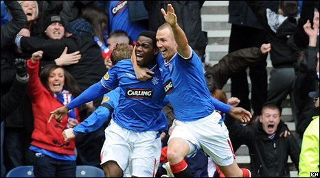 Maurice Edu celebrates with Kenny Miller after his late winner at Ibrox