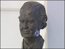 Bust of Gwynfor Evans