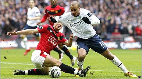 Nemanja Vidic (left) and Gabriel Agbonlahor
