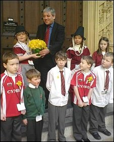 Commons Speaker John Bercow receives daffodils from children from sgol Gymraeg Llundain