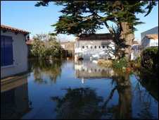 A street under water in Aiguillon sur Mer in the Vendee, Photo: Jason Khan