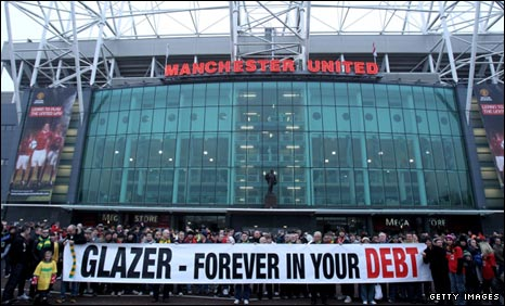 Manchester United fans protest against the Glazers
