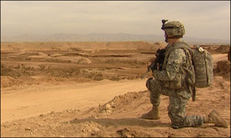An American soldier at the Iraq Iran border