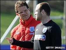 Fabio Capello discusses options with England's in-form Wayne Rooney