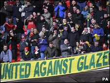 Ant-Glazer protest by Manchester United fans