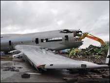 A 747 being torn apart