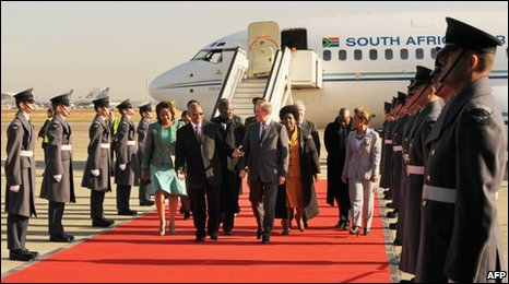 Jacob Zuma and his entourage arriving in London