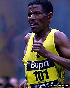 Haile Gebrselassie on his way to victory in Manchester last year