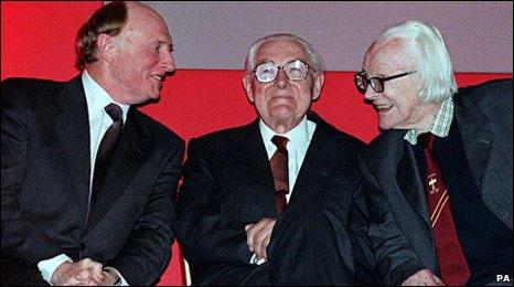 جيمس كالاهان .... رئيس وزراء بريطانيا السابق