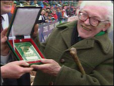Michael Foot presented with Plymouth Argyle plaque