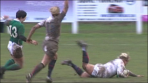 Claire Allan scores a try for England