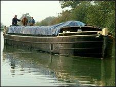 A canal boat near Caen Hill locks