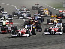 The start of the 2009 Bahrain Grand Prix