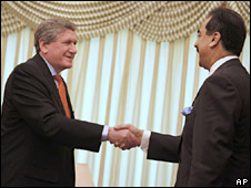 US special envoy to Afghanistan and Pakistan Richard Holbrooke and Paksitani Prime Minister Yusuf Raza Gilani. Photo: February 2010