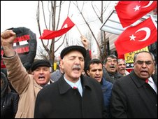 Turks demonstrate in Ankara against the vote by a US congressional panel to accusing Turkey of genocide in 1915, 5 March 2010