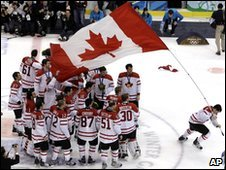 Canada's Sidney Crosby waves a flag after the men's ice hockey medal ceremony at the Vancouver 2010 Olympics in Vancouver, British Columbia, 28 February 2010