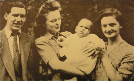 Timothy Evans, Mary Westlake, baby Geraldine and Beryl Evans outside Rillington Place