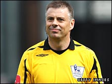 Referee Mark Halsey