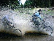 mountain bikers at Llandegla Forest