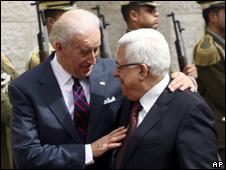 Joe Biden and Mahmoud Abbas in Ramallah (10 March 2010)