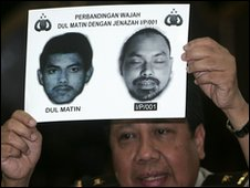 Police official displays images of Dulmatin in Jakarta, Indonesia (10 March 2010)