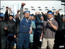 Japanese traders protest at Tsukiji market in Tokyo on 11 March 2010