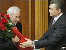 Ukrainian President Viktor Yanukovych (r) and Prime Minister Mykola Azarov in parliament in Kiev, Ukraine, 11 March 2010