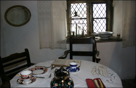 19th century room's dining area
