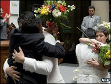 Couples celebrate in Mexico City