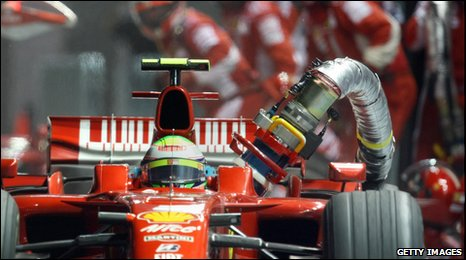 Felipe Massa leaves the pits with fuel hose attached in 2008