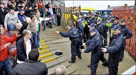 Glentoran fans confront baton-wielding police at Dalymount Park