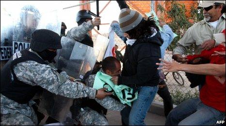 Anti-Calderon protesters in Cuidad Juarez
