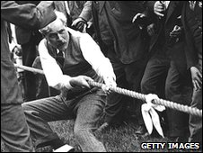 Ramsay MacDonald in tug-of-war at Labour gathering in 1923