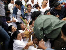 Cuban women police officers attempt to remove members of the Ladies in White (17 March 2010)