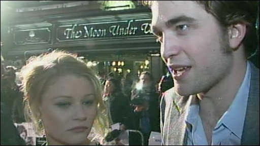 Emily De Ravin and Robert Pattinson