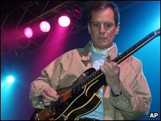 Alex Chilton performing in 2004