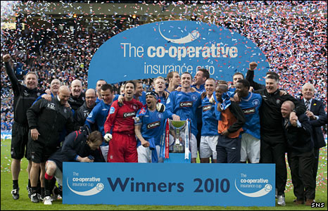 Rangers celebrate winning the 2010 Co-operative Insurance Cup
