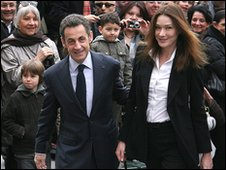 French President Nicolas Sarkozy and his wife Carla Bruni-Sarkozy arrive at the townhall of the 16th district to vote for the second round of the regional elections on March 21,2010 in Paris, France.