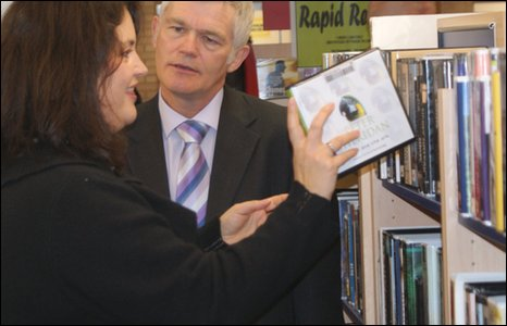 Ruth Jones gets a tour of Wrexham Library by council director, Alun Watkins