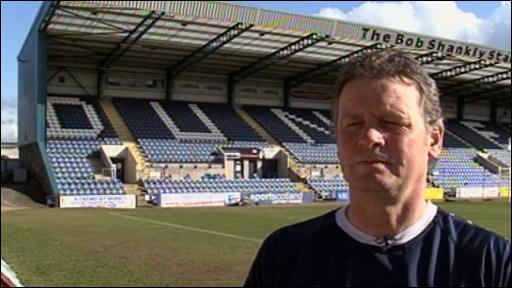 Dundee manager Gordon Chisholm