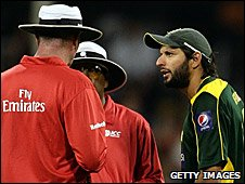 Shahid Afridi (right) talking to the umpires in Perth