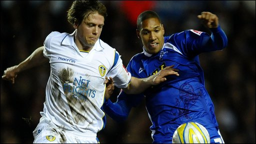 Millwall's Sean Batt (r) and Leeds' Leigh Bromby (l)