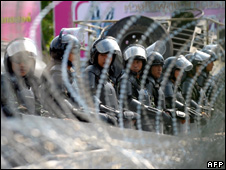 Thai riot police in Bangkok (23 March 2010)