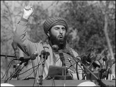 Exiled Afghan warlord Gulbuddin Hekmatyar addresses a crowd of Afghan mujahedeen who gathered 17 January 1987 in Peshawar