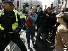 Sergeant Delroy Smellie confronts  Nicola Fisher at the G20 protests