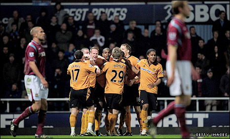 Wolves celebrate another goal at West Ham