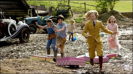 Cyril (Eros Vlahos) races off with the boxes of clothes chased by Megsie (Lil Woods), Norman (Asa Butterfield), Vincent (Oscar Steer) and Celia (Rosie Taylor-Ritson).